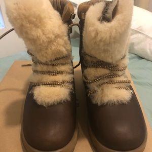 UGG Shoes - Ugg Viki waterproof boot
